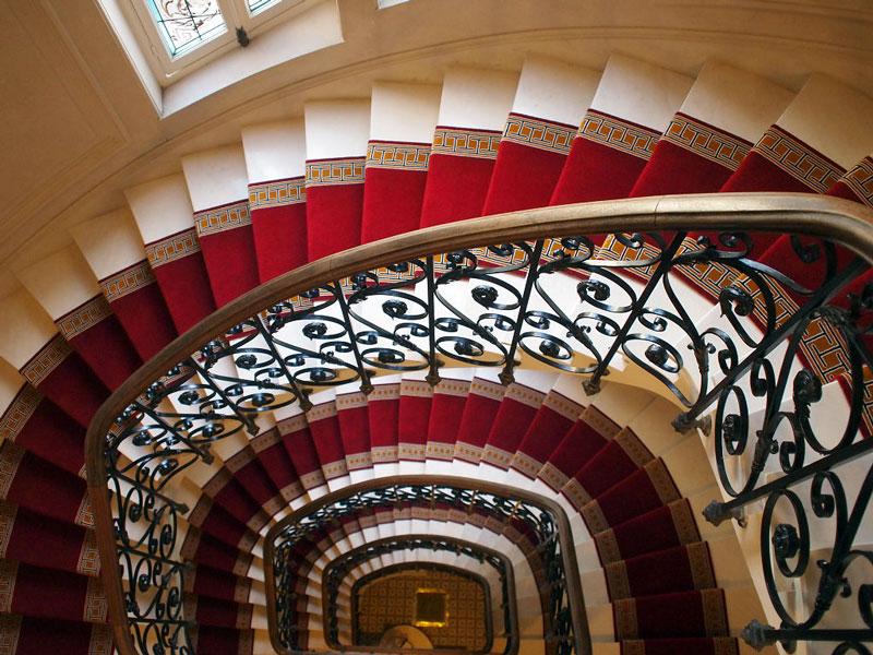 Accueil dmt sp cialiste du tapis d 39 escalier et moquette paris et r gion parisiennedmt - Poser un escalier en colimacon ...