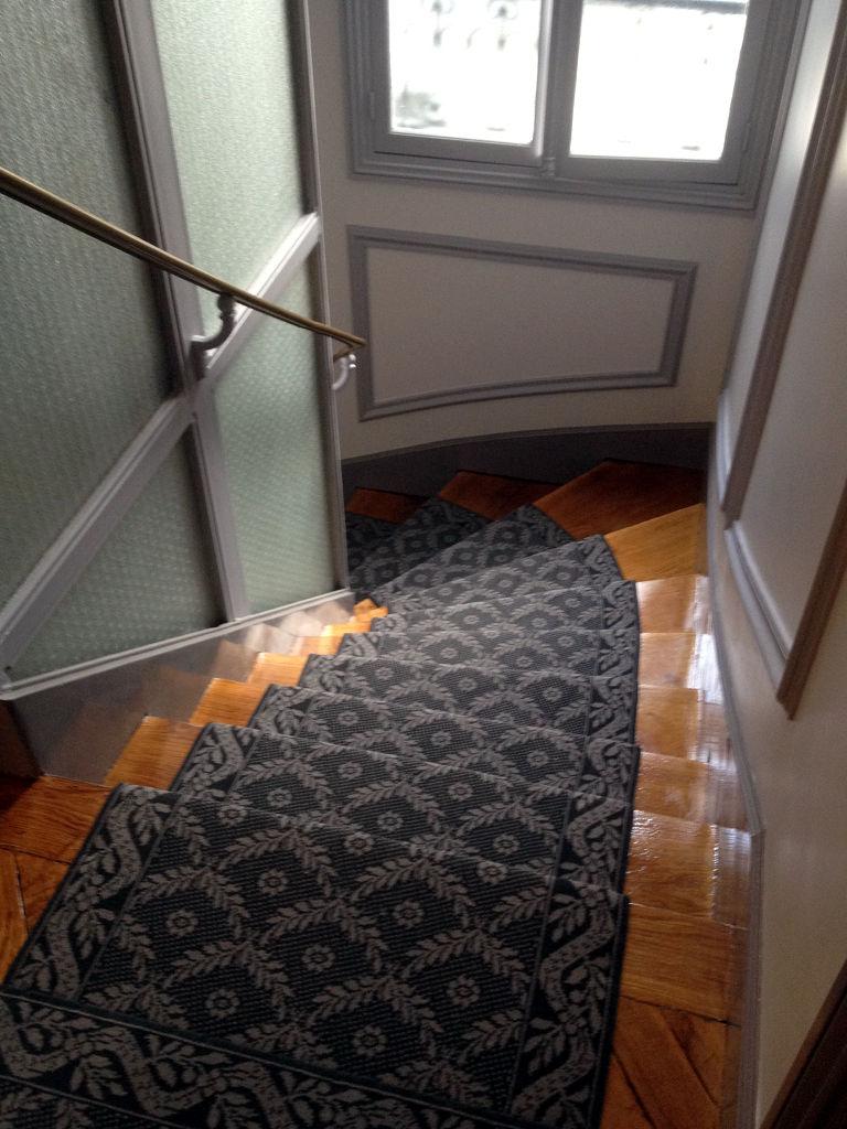 avenue de wagram dmt sp cialiste du tapis d 39 escalier et moquette paris et r gion. Black Bedroom Furniture Sets. Home Design Ideas
