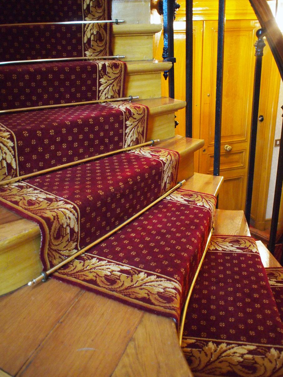 Place de la nation dmt sp cialiste du tapis d 39 escalier et moquette paris et r gion - Tapis d escalier contemporain ...
