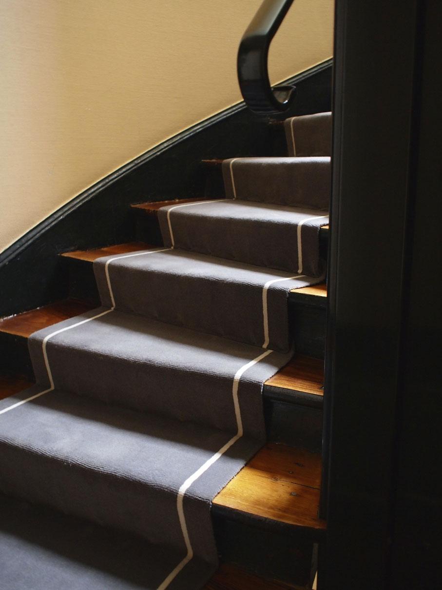 pose tapis escalier tournant 28 images r 233. Black Bedroom Furniture Sets. Home Design Ideas