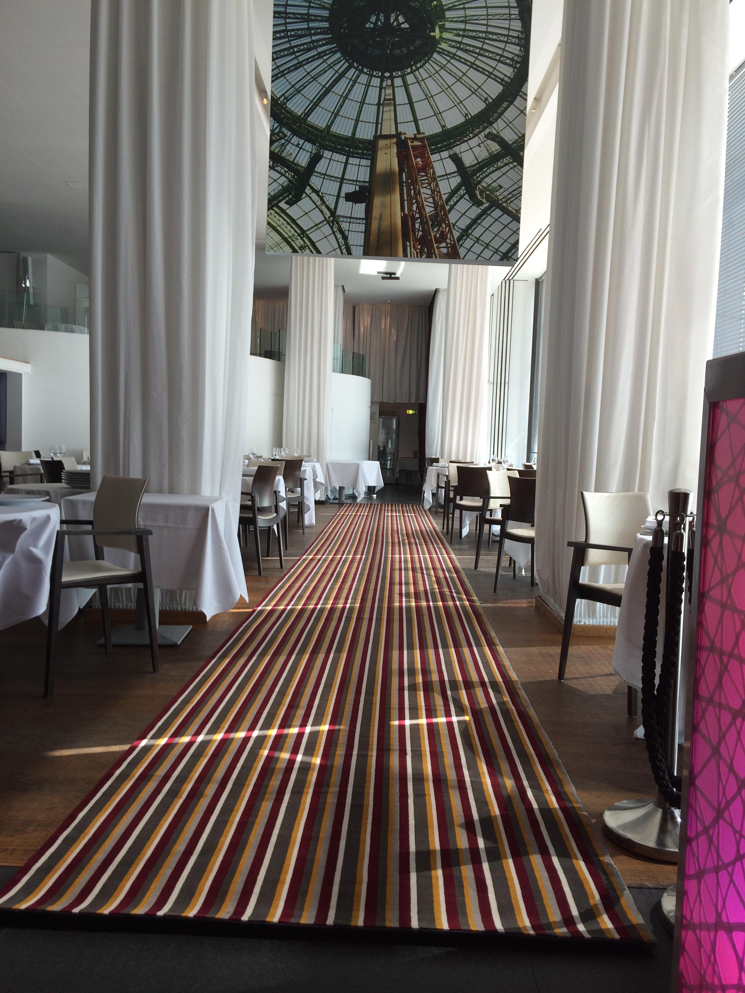 tapis de restaurant dmt sp cialiste du tapis d 39 escalier et moquette paris et r gion. Black Bedroom Furniture Sets. Home Design Ideas