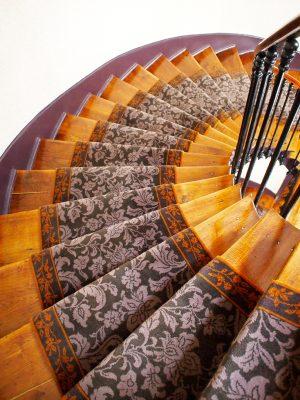 tapis d'escalier motifs floraux