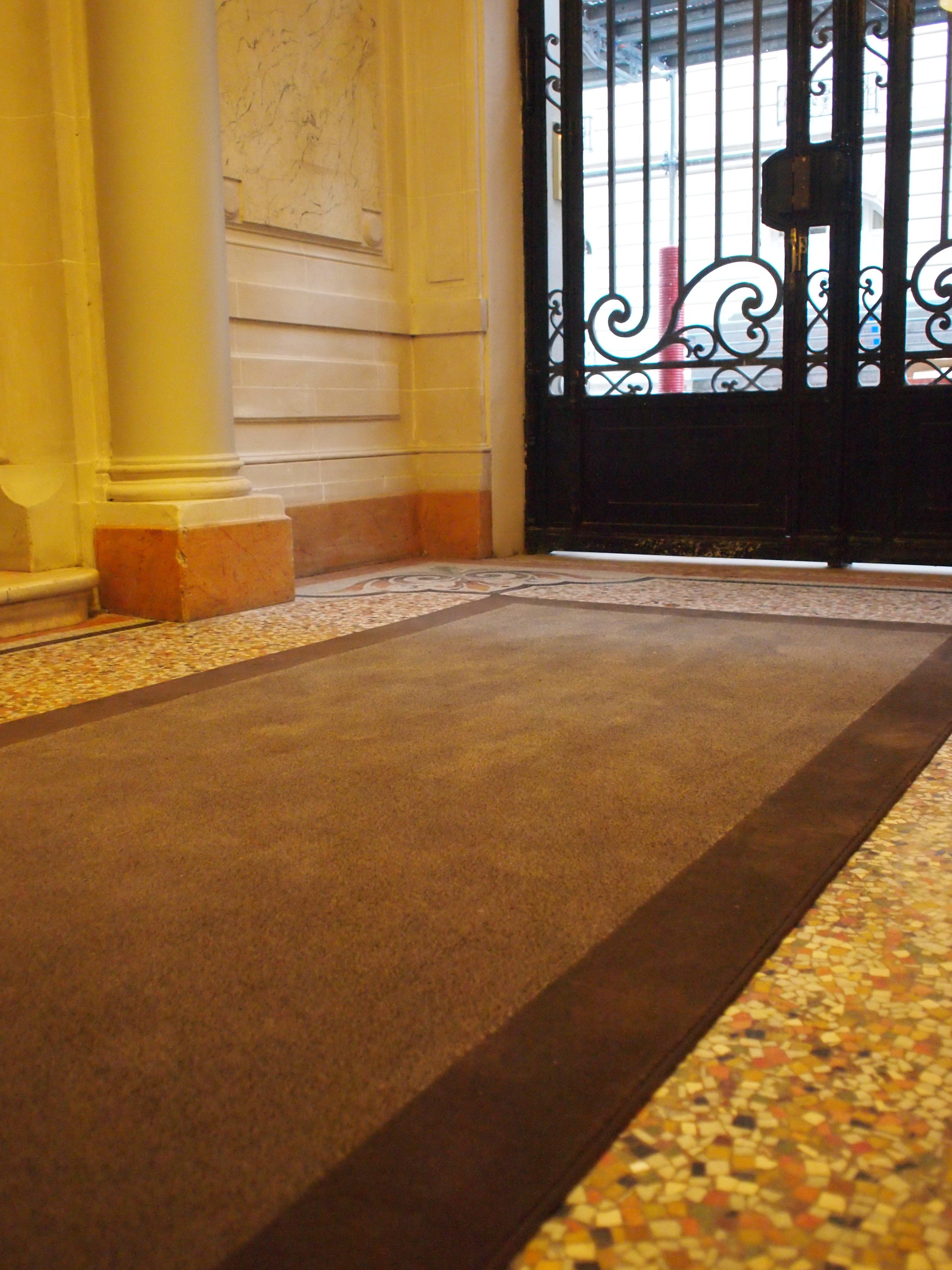 Tapis hall d 39 immeuble dmt sp cialiste du tapis d 39 escalier et moquette paris - Tapis hall d immeuble ...