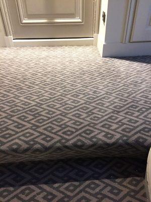 Moquette en laine ton gris clair et foncé