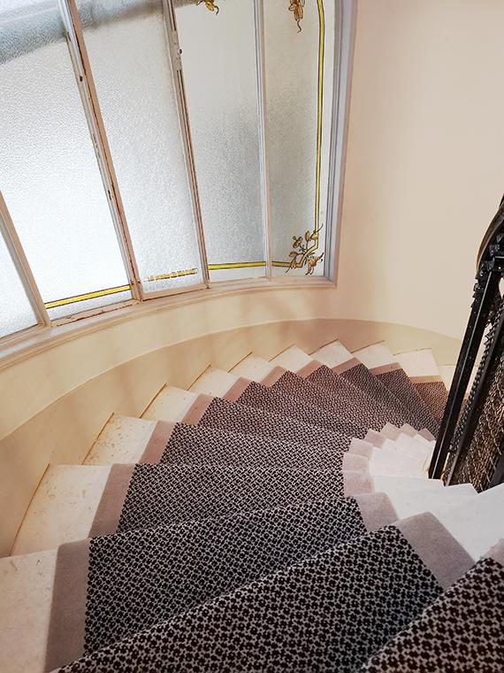 tapis d'escalier tournant en pierre