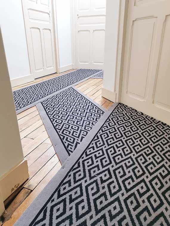 tapis de couloir noir et blanc