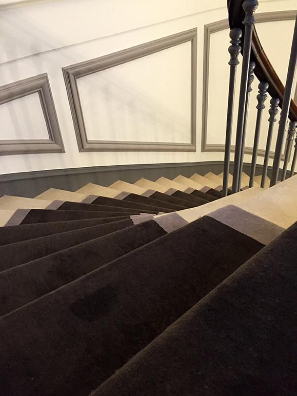 tapis d'escalier anthracite à bordure grise