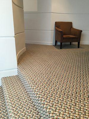moquette escalier motifs pixel