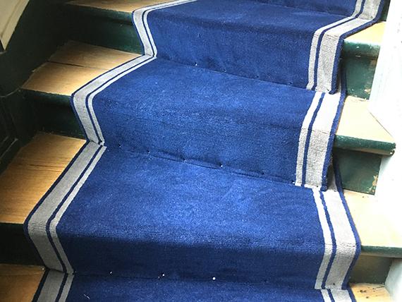 pinces tapis escalier
