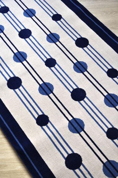 tapis destockage motifs ligne et rond bleus et blanc