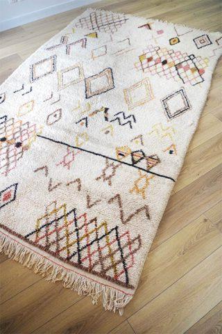 grand tapis d'intérieur berbère coloré