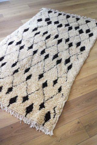tapis d'intérieur berbere tissé main noir et blanc