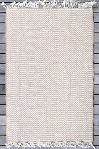tapis intérieur jaune et blanc