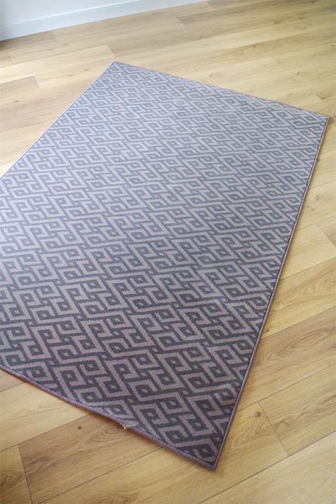tapis d'intérieur gris à motifs géométriques