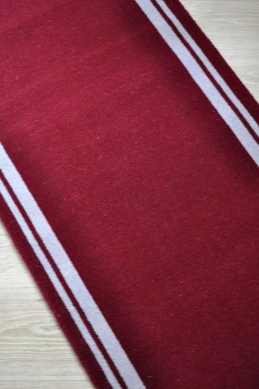 tapis rouge avec bordure