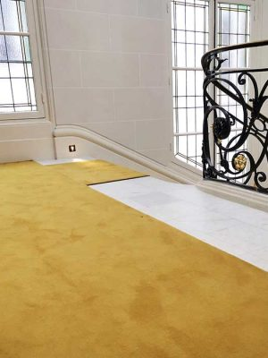 tapis jaune